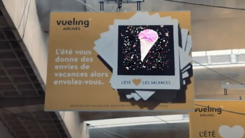 HYPERVSN Wall for Vueling summer offers at Parisian train stations